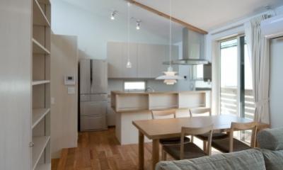 2階のリビングルーム|空気集熱ソーラーのある二世帯住宅
