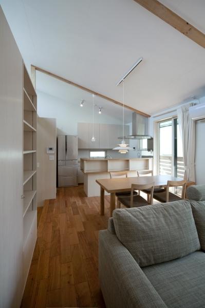 空気集熱ソーラーのある二世帯住宅の写真 2階のリビングルーム