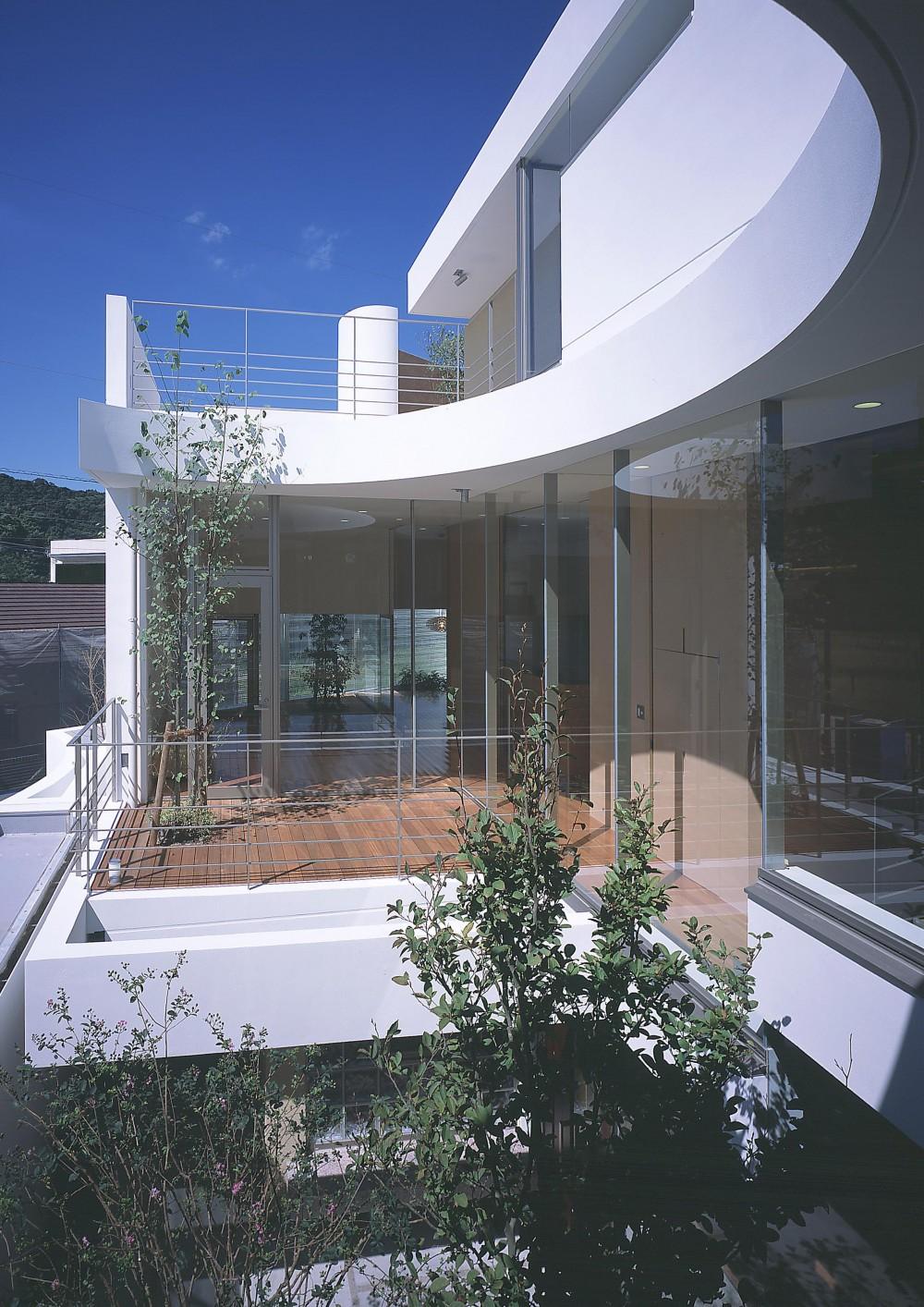 薬師の住宅 (2階寝室より居間のテラス方向を見る)