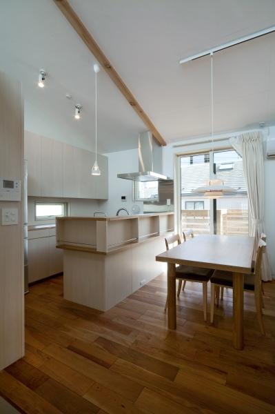 空気集熱ソーラーのある二世帯住宅の写真 キッチン