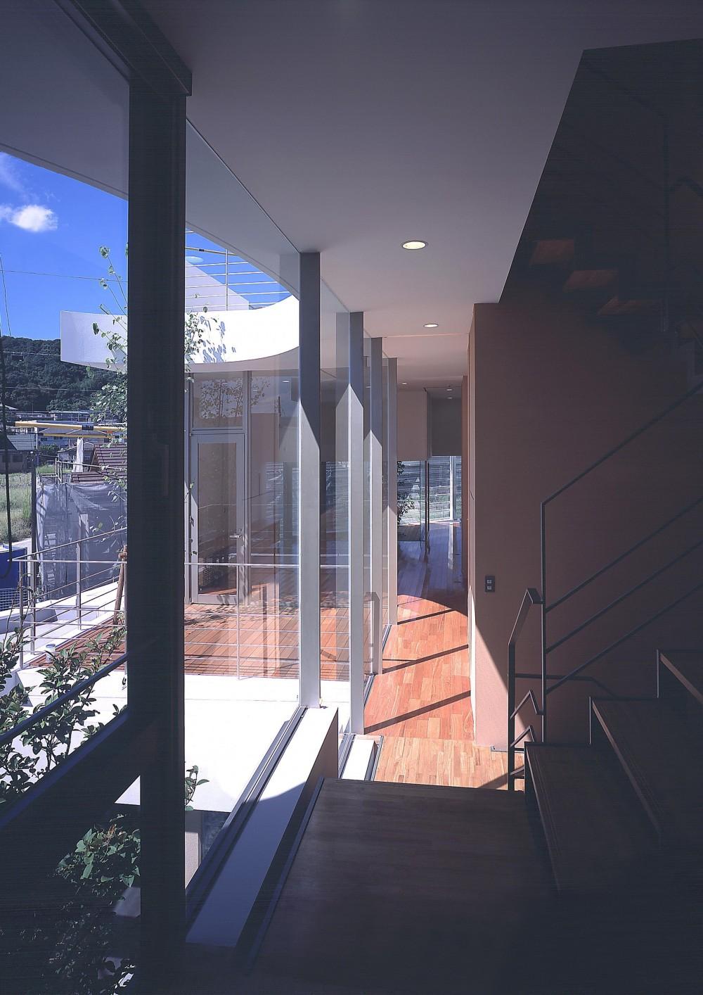 薬師の住宅 (2階廊下より居間方向を見る)