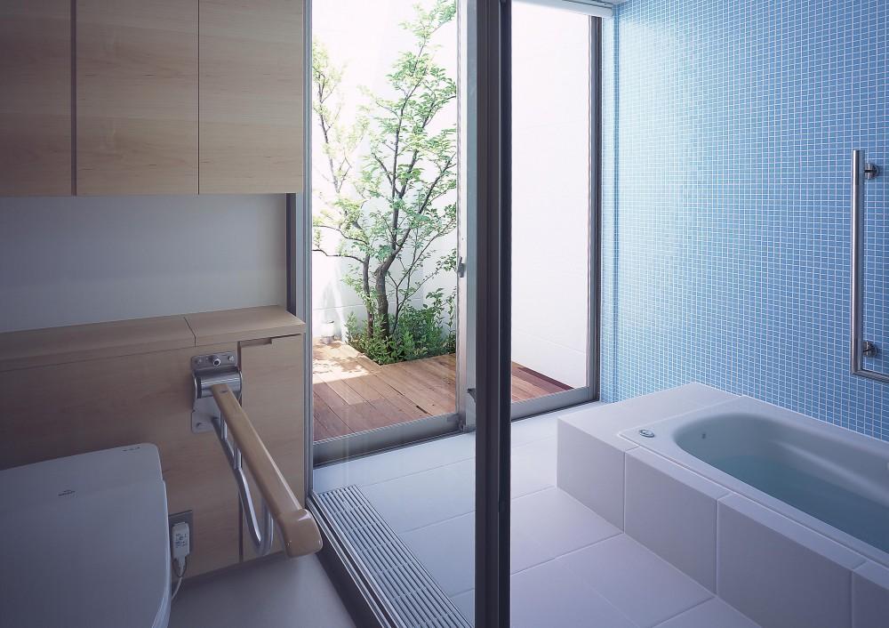 薬師の住宅 ((親世帯)浴室・バスコート)
