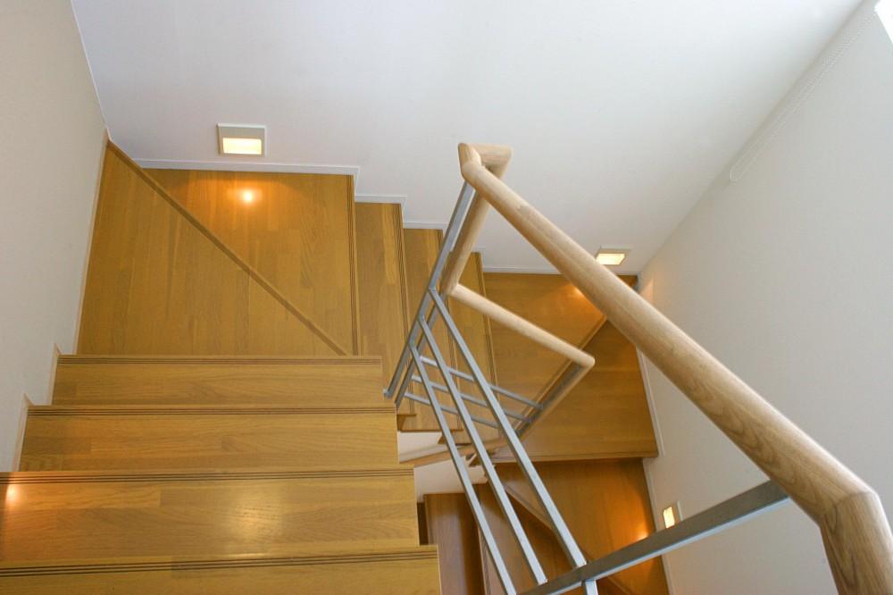 薬師の住宅 ((親世帯)階段)