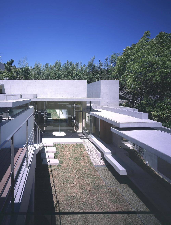 長田町の住宅 (2階テラスより中庭を見下ろす)