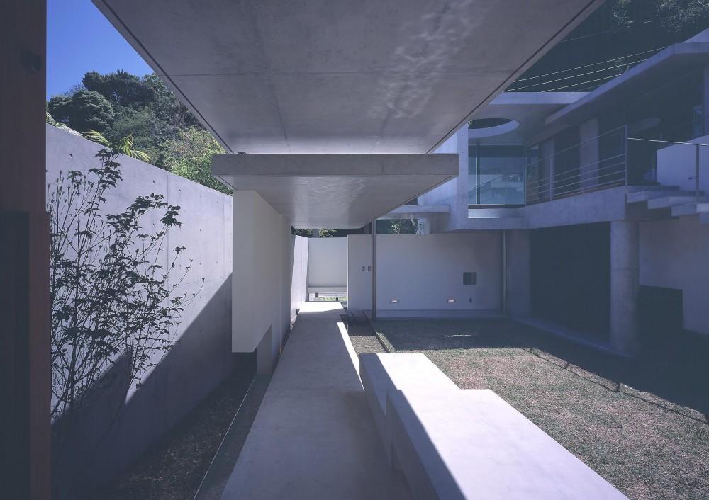 長田町の住宅 (アプローチスロープの見返し)