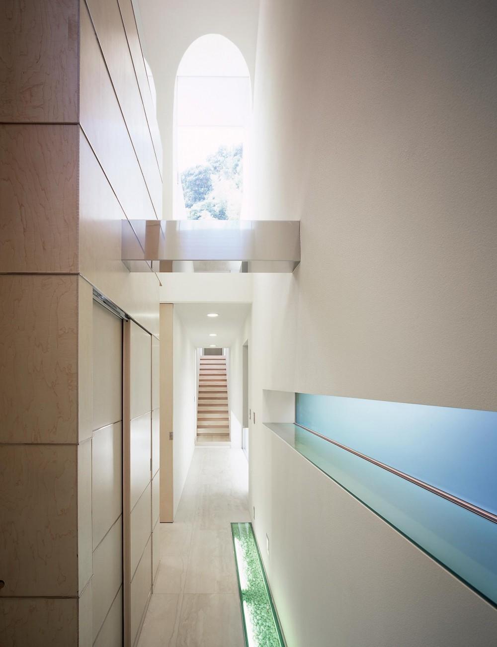 長田町の住宅 (廊下より階段方向を見る)
