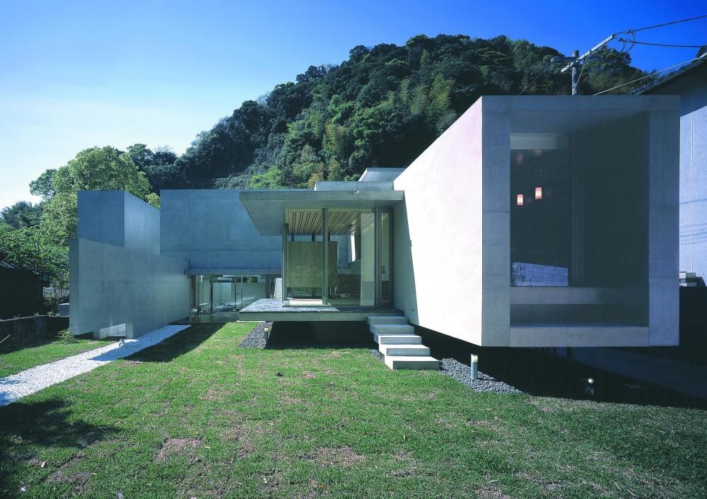 長田町の住宅 (裏庭外観1)