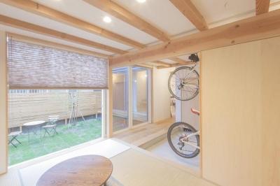 和室からの庭の眺め (江南の家)