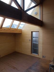 星の見えるサンルームの部屋 サンルーム増築部 通風用の窓と換気扇
