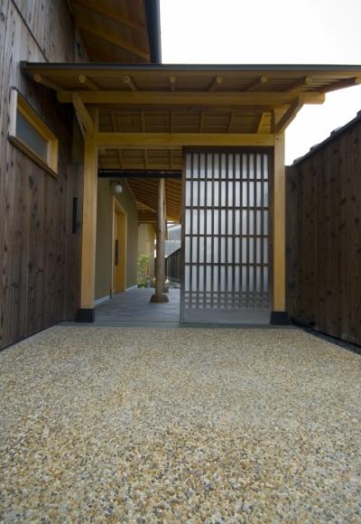 車いすで生活するバリアフリー和風住宅/地の家 (門)