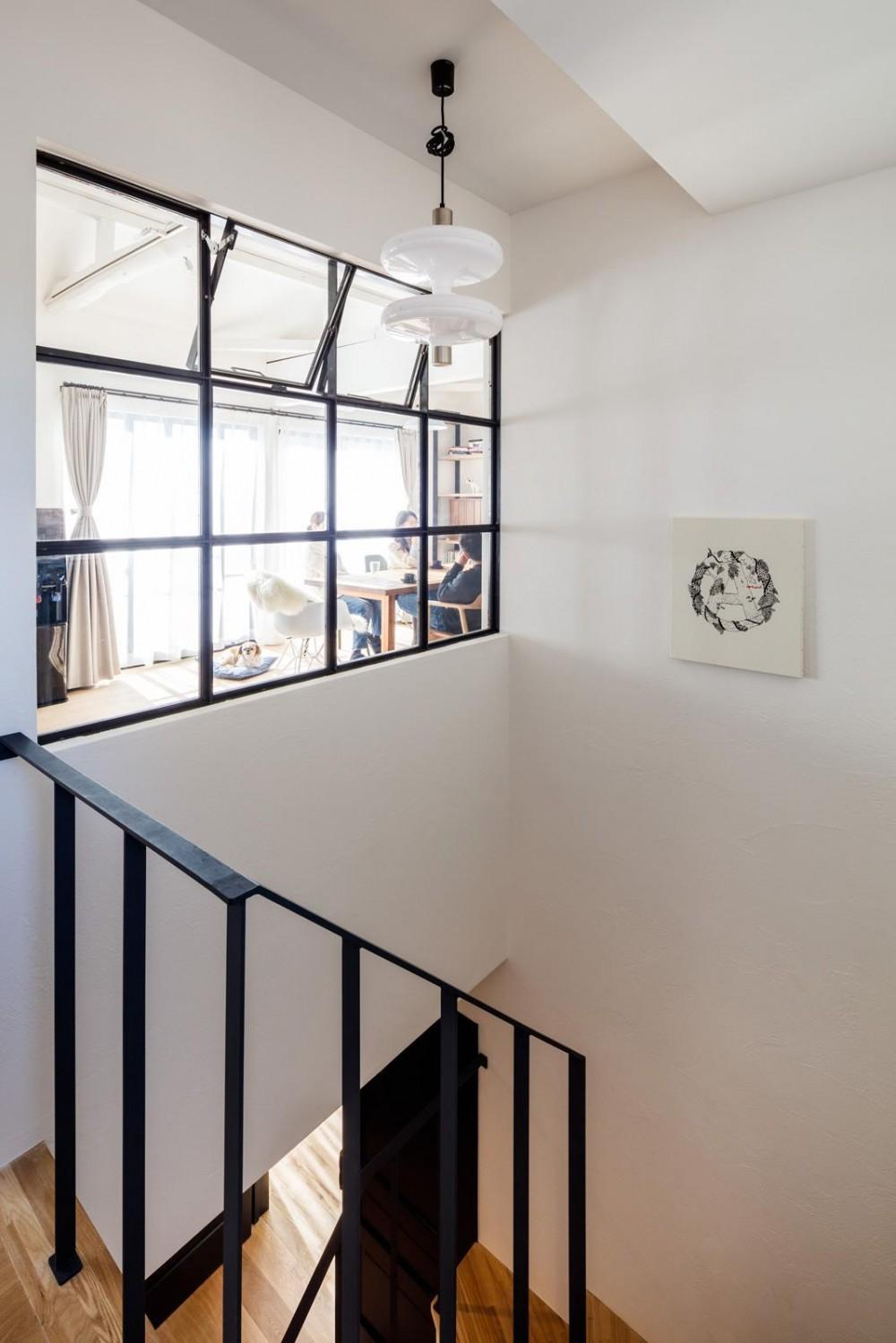 『momo』 ― もう一世代、この家で (階段室)