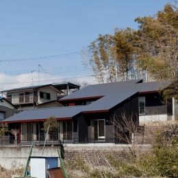 (東京都あきる野市)秋川の3段崖地の家/A棟/B棟 (崖がある敷地環境で2棟の住宅をつくる)