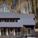 (東京都あきる野市)秋川の3段崖地の家/A棟/B棟の写真 2つの住宅が前後する崖地を利用した二世帯住宅