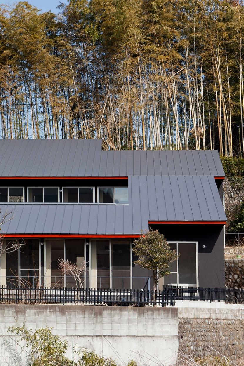 (東京都あきる野市)秋川の3段崖地の家/A棟/B棟 (2つの住宅が前後する崖地を利用した二世帯住宅)
