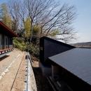 (東京都あきる野市)秋川の3段崖地の家/A棟/B棟の写真 崖地を利用した二世帯住宅は、遠くから見たら一体感があるように設計しています