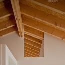 (東京都あきる野市)秋川の3段崖地の家/A棟/B棟の写真 (A棟)リビングと主寝室の空気の循環のための開口