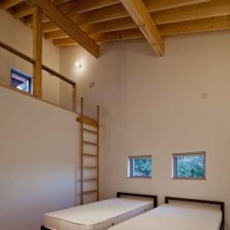 (東京都あきる野市)秋川の3段崖地の家/A棟/B棟 ((A棟)ロフトのある寝室)