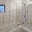 (東京都あきる野市)秋川の3段崖地の家/A棟/B棟の写真 (A棟)ハーフユニットの浴室