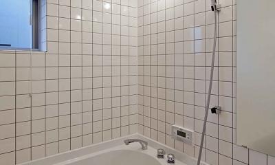 (東京都あきる野市)秋川の3段崖地の家/A棟/B棟 ((A棟)ハーフユニットの浴室)