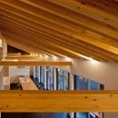 (東京都あきる野市)秋川の3段崖地の家/A棟/B棟の写真 (B棟)垂木の連続性がモダン感覚の木造空間を生み出す
