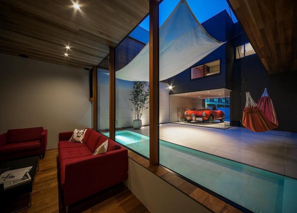 近藤晃弘建築都市設計事務所「水盤のあるガレージコートハウス」