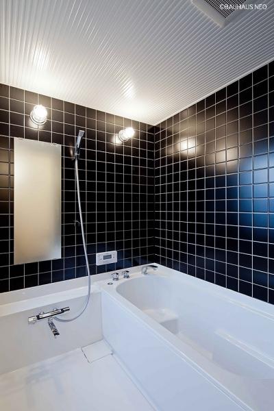 (B棟)ハーフユニットの浴室 ((東京都あきる野市)秋川の3段崖地の家/A棟/B棟)