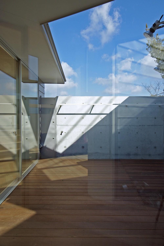 小島の家 (中庭)