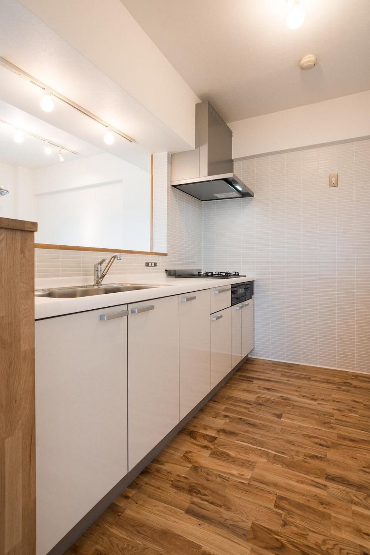 白を基調とした爽やかな空間 (Kitchen)