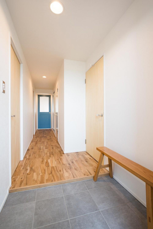 白を基調とした爽やかな空間 (Entrance)