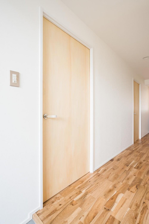 白を基調とした爽やかな空間 (Hallway)