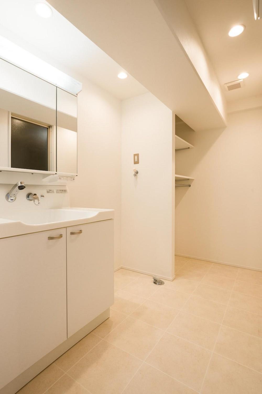 白を基調とした爽やかな空間 (Bath Room)