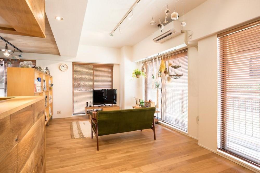 木に包まれる上質な住まい (Living Room)
