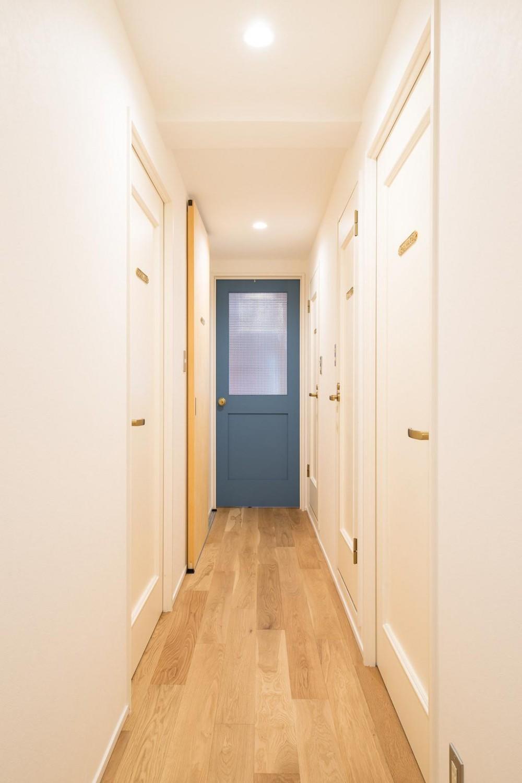 木に包まれる上質な住まい (Hallway)