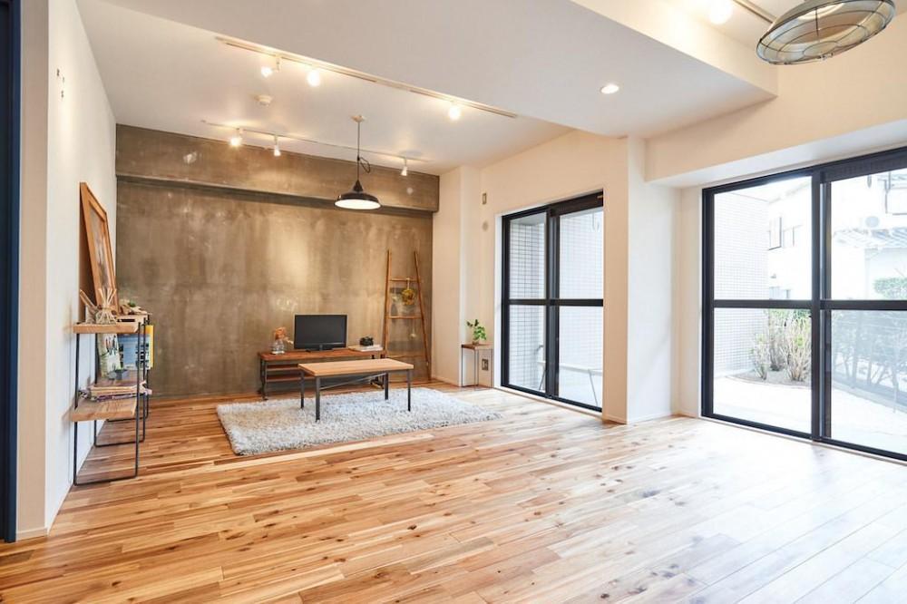 木と光に包まれた温かな空間 (Living Room)