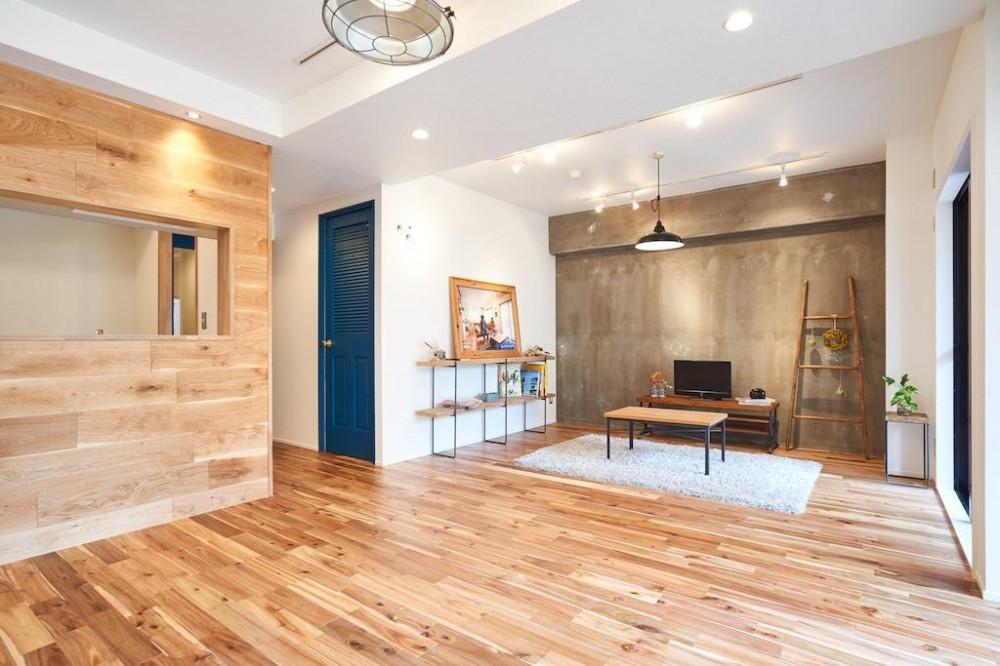 木と光に包まれた温かな空間 (Living Dining Room)