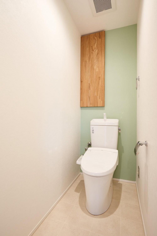 木と光に包まれた温かな空間 (WC)