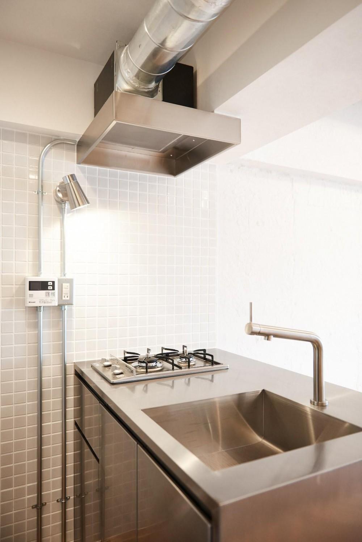 白い壁が印象的なヴィンテージマンション (Kitchen)