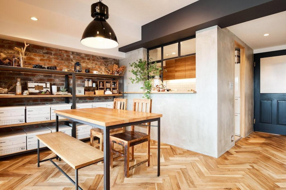 素材感が溢れるインダストリアルな空間 (Dining Room)