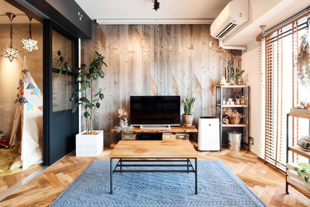 素材感が溢れるインダストリアルな空間 (Living Room)