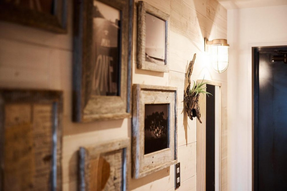 素材感が溢れるインダストリアルな空間 (Wall)