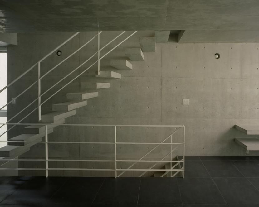 夏目坂の家の部屋 階段