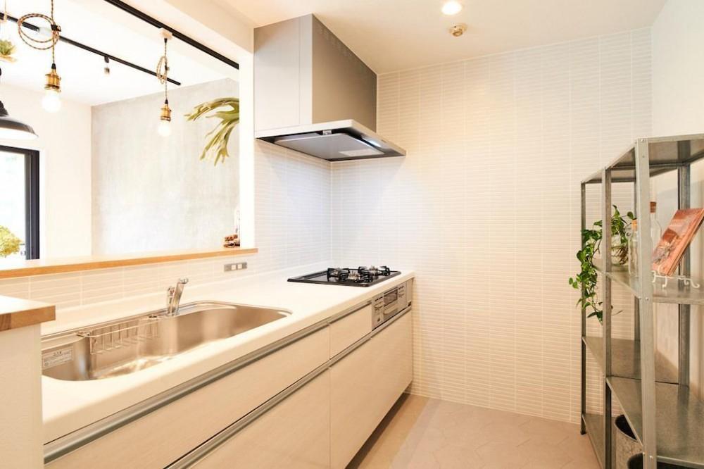 光と緑に包まれる上質な住まい (Kitchen)