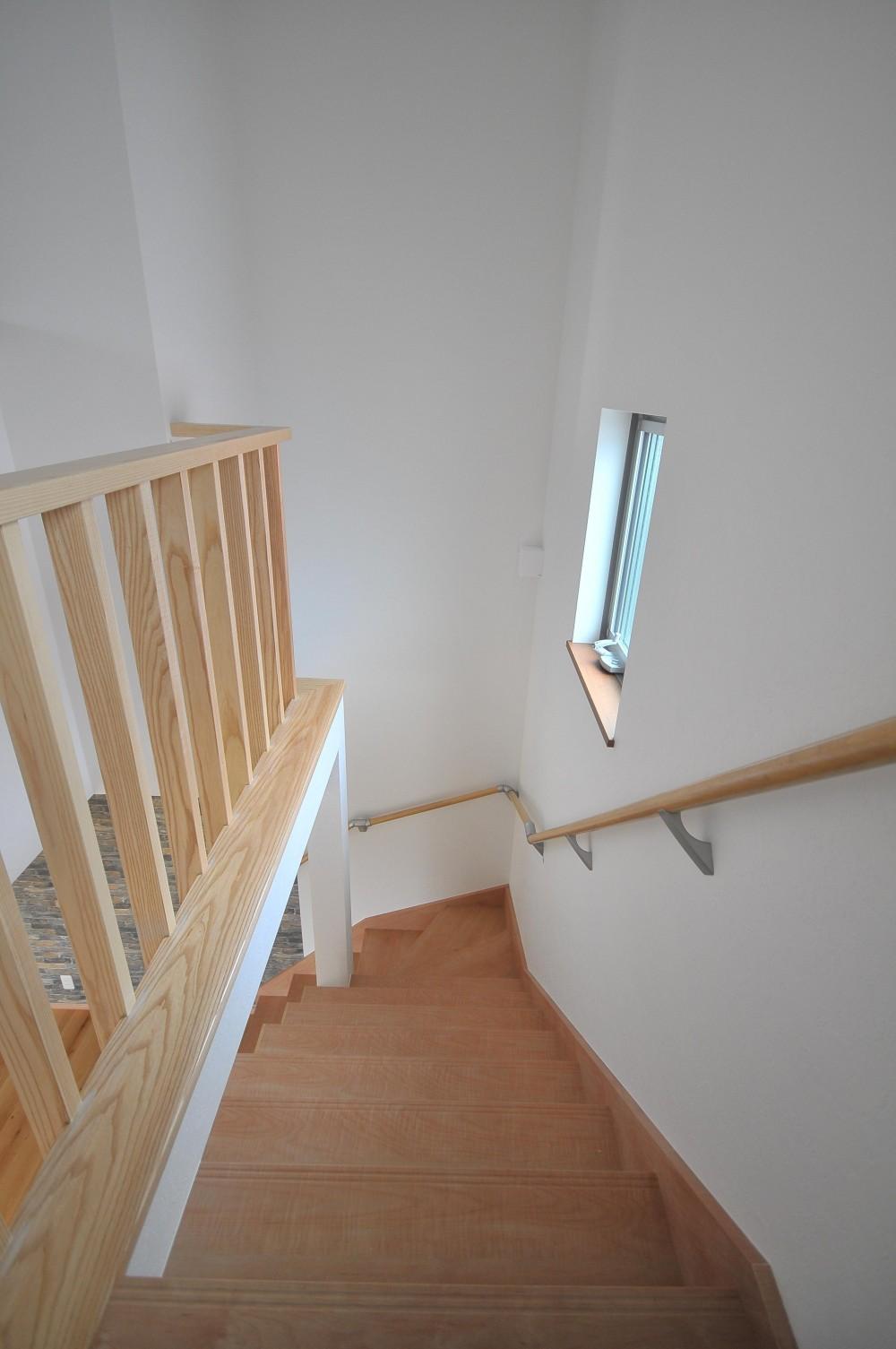 横浜の丘の上に建つ家 (階段)