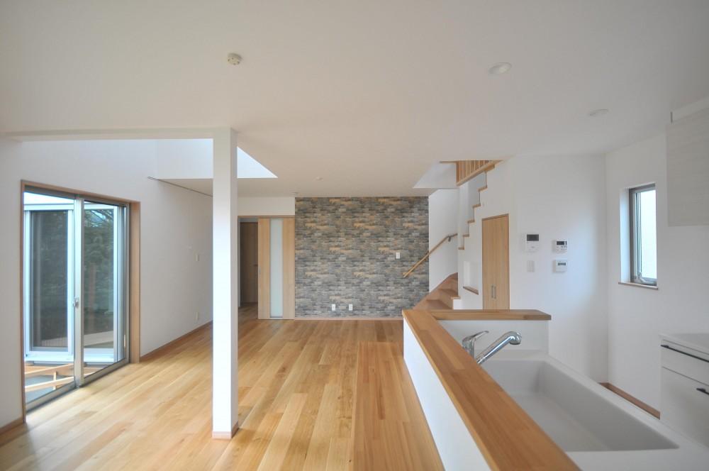 横浜の丘の上に建つ家 (リビング)