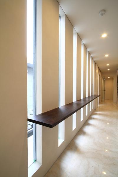 廊下 (市川の家)