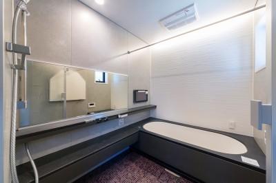 浴室 (ビルトインガレージのある都市型住宅)