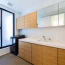 ビルトインガレージのある都市型住宅の写真 洗面室