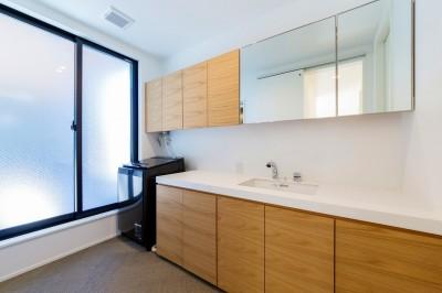 洗面室 (ビルトインガレージのある都市型住宅)