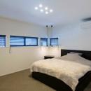 ビルトインガレージのある都市型住宅の写真 寝室
