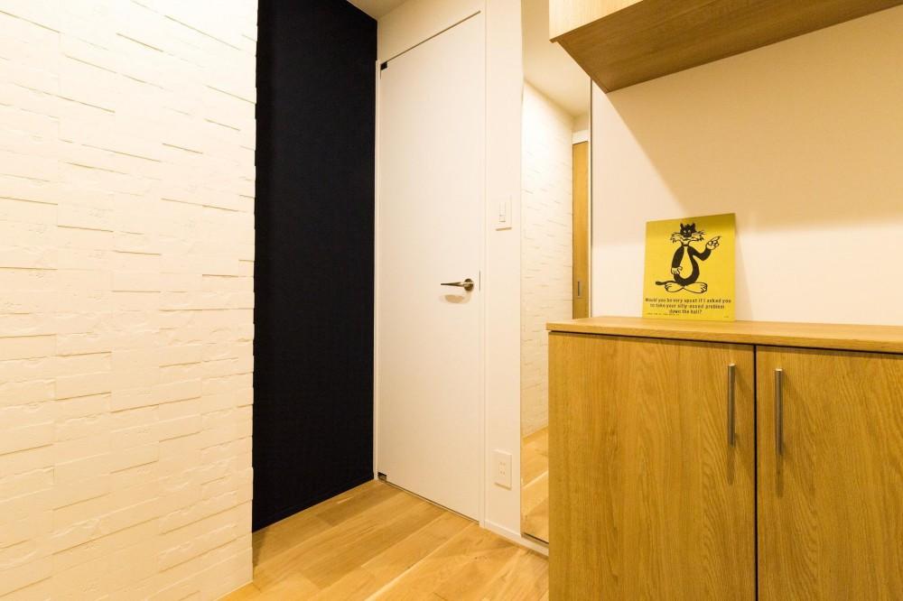 素材も空間も贅沢に使ったオトナ男子のヴィンテージ空間 (エコカラットが印象的)